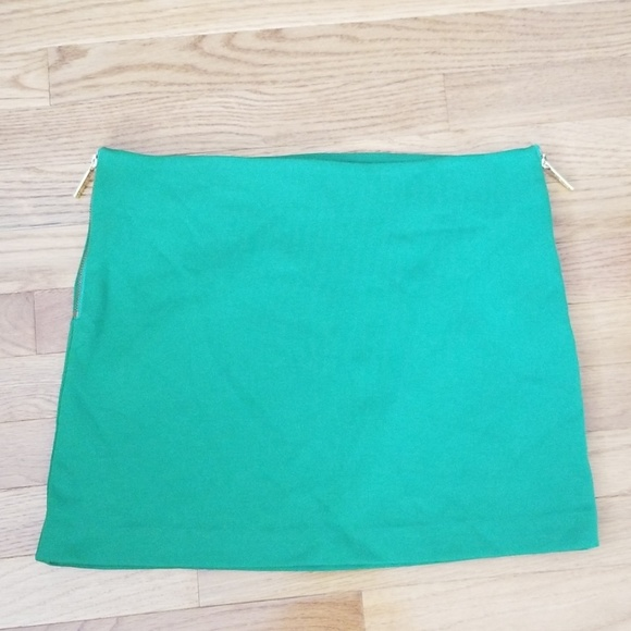 MICHAEL Michael Kors Dresses & Skirts - MICHAEL Michael Kors Size 6 Green Mini Skirt